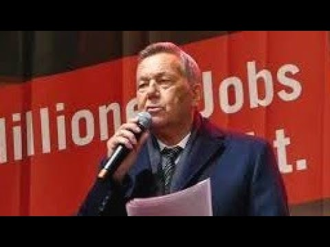 Roland Kaiser spricht bei der Demo Alarmstufe Rot am 28.10.20 in Berlin.