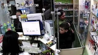 Цыгане воруют и хотят обмануть фармацевта в аптеке. 19.04.2017 СМОТРИМ