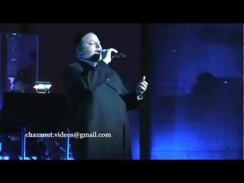 Cantor Helfgot performs the song of Moshe veAaron החזן יצחק מאיר הלפגוט - משה ואהרן