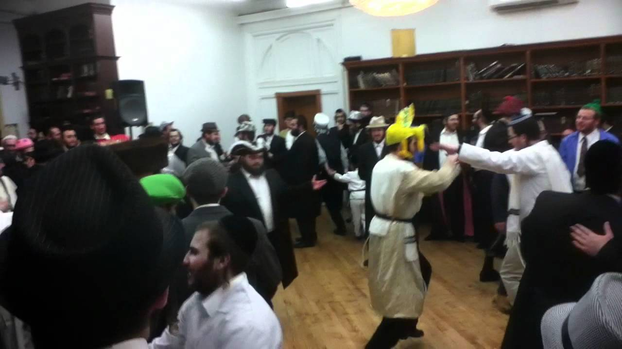 Taking Blessing from spinka Rabbi at Purim tish 2012