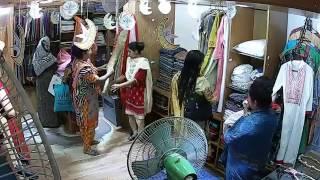 টাঙ্গাইল শাড়ী কুটিরের বেইলী রোড শাখায় চার মহিলার চুরির ভিডিও