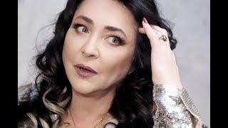 «Я буду стричься налысо»: Лолита обрезала волосы на глазах у фанатов