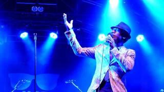 "Aloe Blacc live ""Mama hold my hand"" - London 10/07/11"
