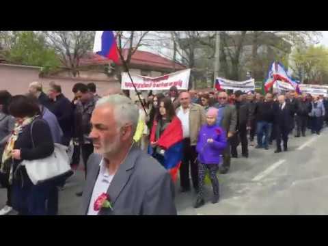 Траурное шествие в Симферополе в День памяти жертв геноцида армян