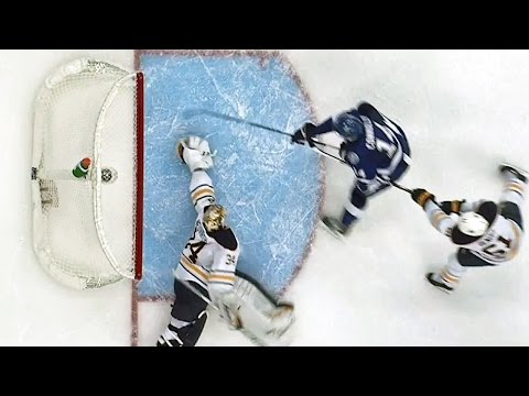 Neuvirth stretches out for a spectacular save