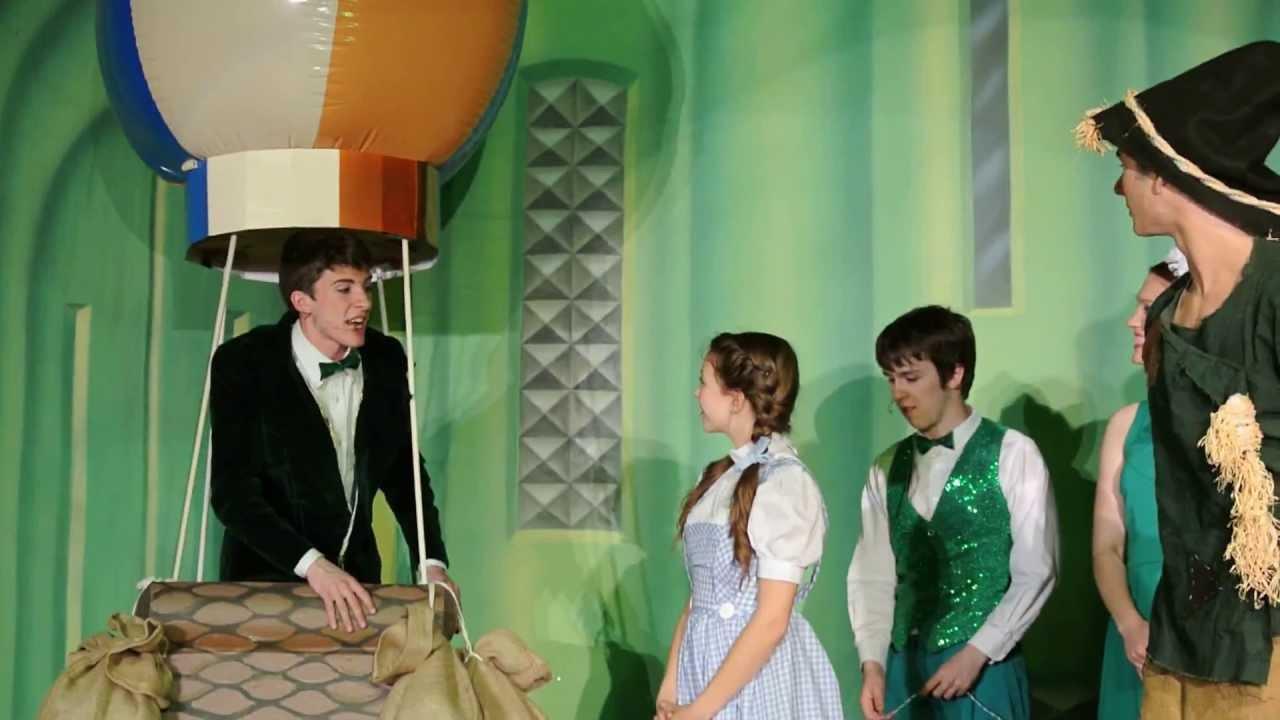 Green curtain oz - Wizard Of Oz Balloon Scene Eden Christian Academy