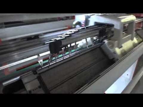 Computerized sweater knitting machine/flat knitting machine