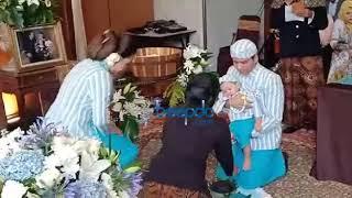 Intip Upacara Tedak Siten Putra Vicky Shu
