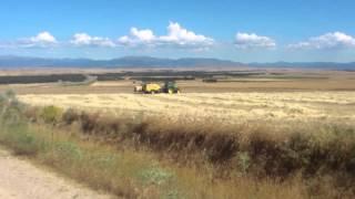 John Deere 6820 & New Holland CR 890 empacando en TABLADILLO (Segovia).