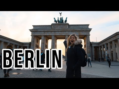 BERLIN TRAVEL VLOG | Brandenburg Gate, Checkpoint Charlie, Glühwein, & My Sim Card | VICKIE COMEDY
