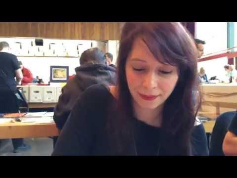 Comic-Zeichnerin Sarah Burrini erklärt Mark Benecke alles über Comics und Pizza Hawaii