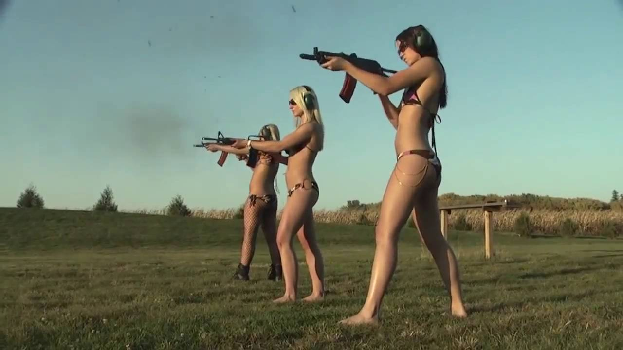 Гифка девочка стреляет под выхода нет