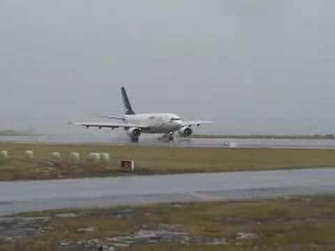 Avião da SATA em aterragem complicada