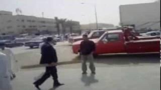 المقطع الكامل لمحاولة اختطاف باص البنات في الرياض