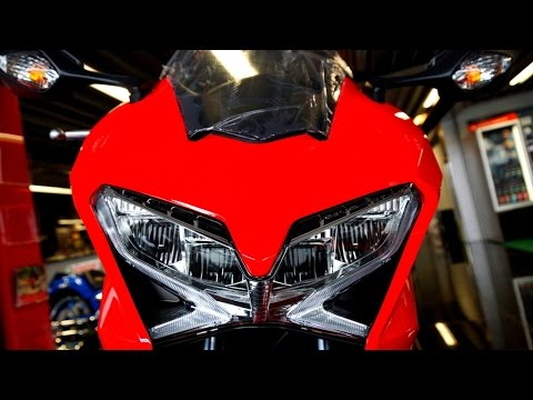 HONDA VFR 800 F WORLD  SCOOP (Video)