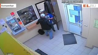 Нападение с ножом на сотрудника ломбарда на Уралмаше