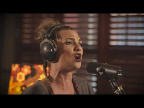 Hollie Smith - Lady Dee (NZ Live Acoustic Session)