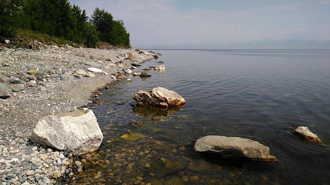 пыльные каменистые берега байкала фото обрамлён волнистыми