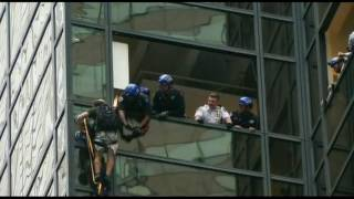 Video: NYPD grab Trump Tower climber(Police in New York City were forced to take down windows in order to grab a person climbing Trump Tower. Watch how the final minutes unfolded., 2016-08-11T01:08:29.000Z)