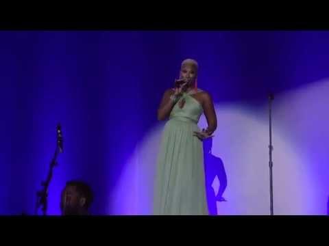 Sisaundra Lewis sings Hallelujah @ Hard Rock Cafe Orlando