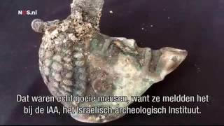 Eeuwenoude schat gevonden op zeebodem bij Isral  NOS 1