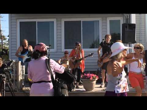 Robin Lane and the Chartbusters live at Plumfest 2015