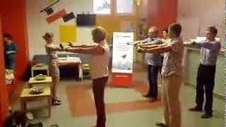 Офисная гимнастика в перерыве семинара 1С-Битрикс(http:/healthinoffice.ru После 3х часов сидения в кресле - разминка с компактным тренажером для офиса. 5 минут мышечной..., 2013-06-14T06:45:00.000Z)