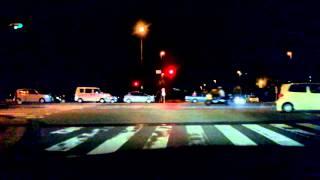 強引に右折する軽自動車がクラクション鳴らされる thumbnail