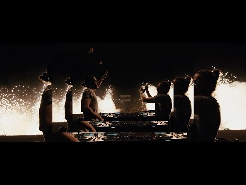 Dimitri Vegas & Like Mike – Bounce ft. Snoop Dogg vs. Julian Banks & Bassjackers