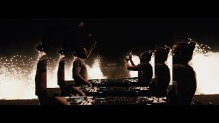 Смотреть клип Dimitri Vegas & Like Mike Ft. Snoop Dogg Vs. Julian Banks & Bassjackers - Bounce