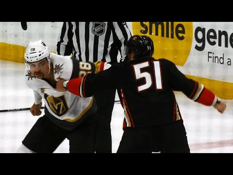 Golden Knights' Carrier, Ducks' Liambas chuck knuckles in big boy tilt