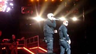 Yandel bailando Pegao-Wisin y Yandel Live