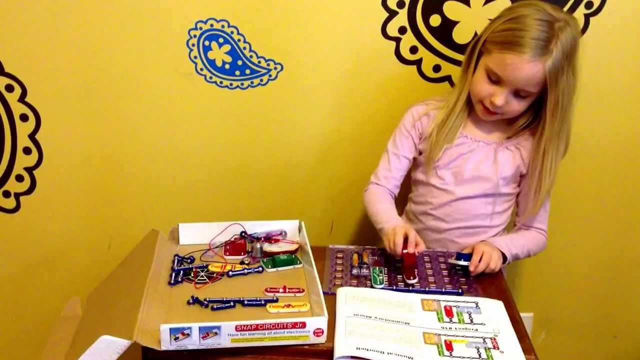 Trinity Demonstrates Snap Circuits Youtube Motion Scm165