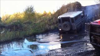 Land Rover 90 Defender mud hill