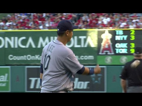 SEA@LAA: Seager makes a tough stop, fires for the out