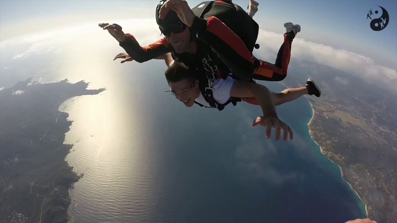 saut en parachute figari