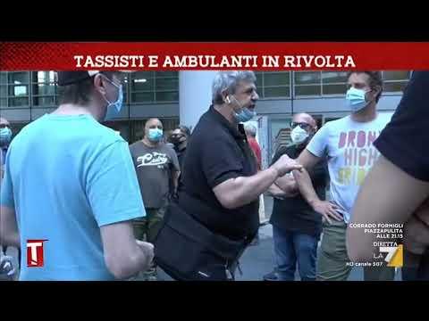 A Milano è Rivolta Di Tassisti E Ambulanti