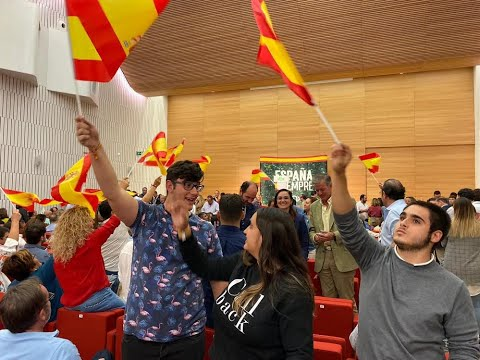 Santiago Abascal es recibido en el Palacio de Congresos con gritos de '¡presidente!' '¡presidente!'
