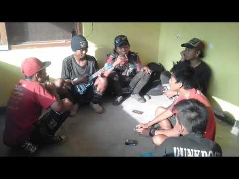 Robekan nestapa (Banyuwangi street punk)