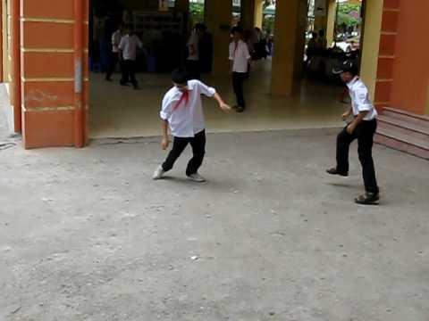 Mấy thằng trẻ con đánh nhau (hài)