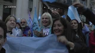 Marcharon en plaza Independencia en apoyo al Gobierno nacional