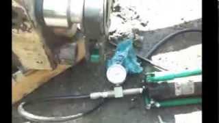 Видео обзор тестирования гидроключа ТМ «HidrUM»(Попытки затянуть стяжные шпильки устройства гидромолота при помощи гидроключа ТМ «HidrUM» в составе «Гидравл..., 2013-09-19T08:08:38.000Z)