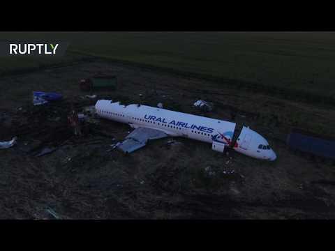 طائرة دون طيار تصور ما تبقى من الطائرة الروسية التي اصطدمت بالطيور وسقطت في ضواحي العاصمة  - نشر قبل 13 ساعة