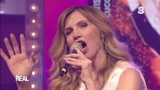 Lorella Cuccarini canta