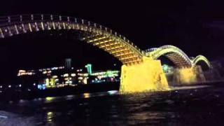 日本三名橋の一つである岩国の錦帯橋の夜です。 http://en.wikipedia.or...