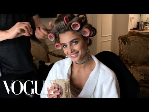 Bergdorf! Bodegas! Hot Cheetos! Taylor Hill Is the Supermodel Next Door | Vogue