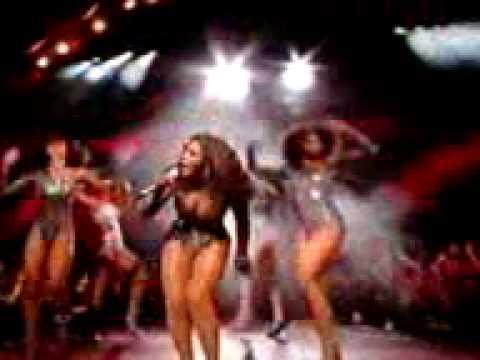 Beyonce perfoming singel ladies live