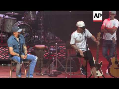 Jason Aldean celebrates triple hit singles, gets ready for baby boy