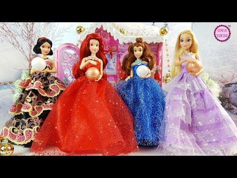 Tarde de Navidad con las Princesas Disney - Juegos de vestir muñecas con Juguetes Barbie
