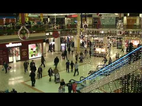 Pentagon Shopping Centre Chatham - Crowds of Christmas shoppers